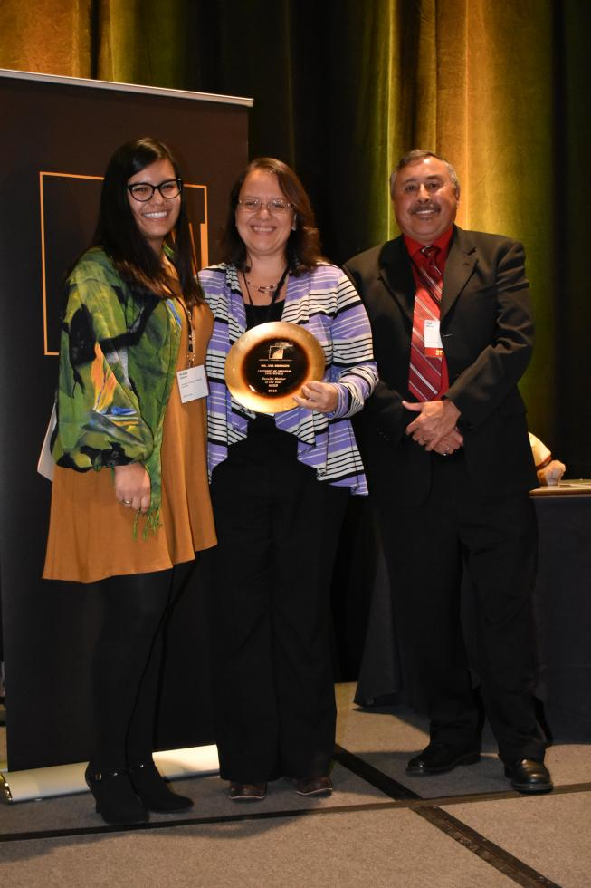 Dr. Ana Julia Bridges (center) wins  Faculty Mentor of the Year award.